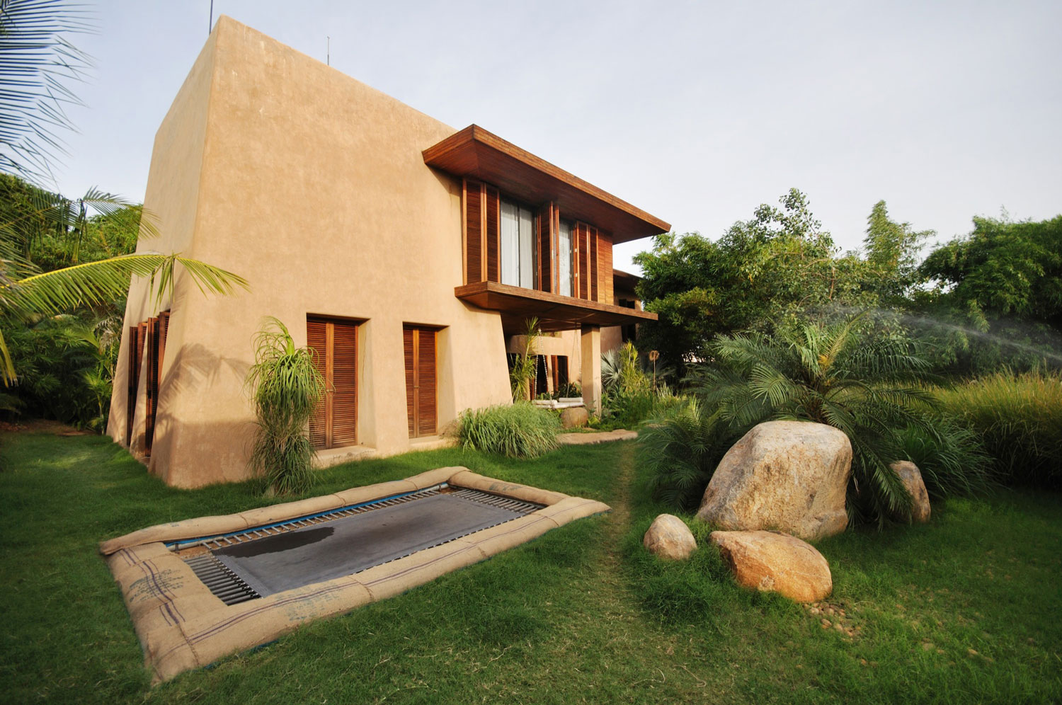 Sustainable contemporary compound in south india for Compound garden designs
