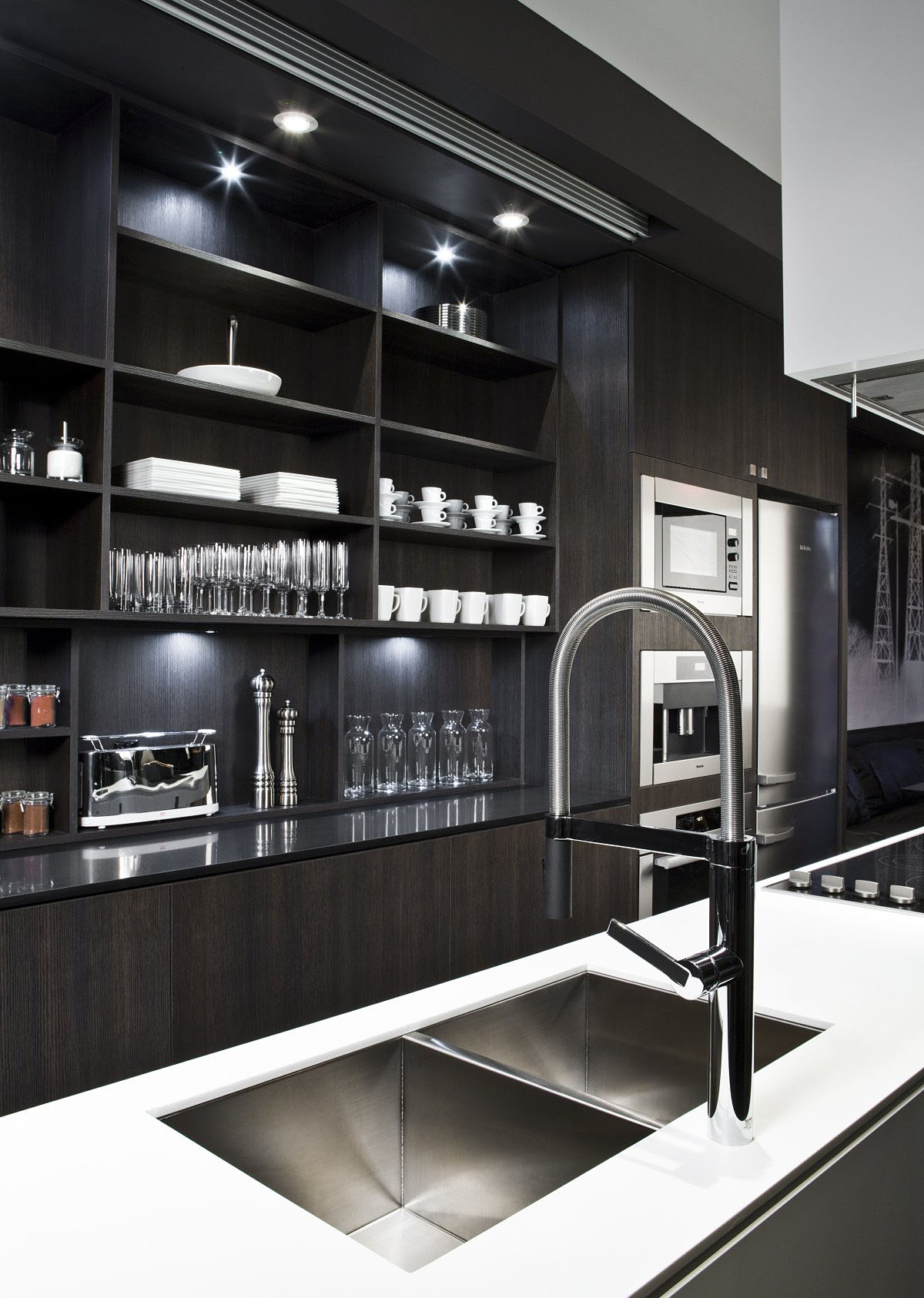 The simple yet sophisticated Black Townhouse in Canada by Cecconi Simone (4)