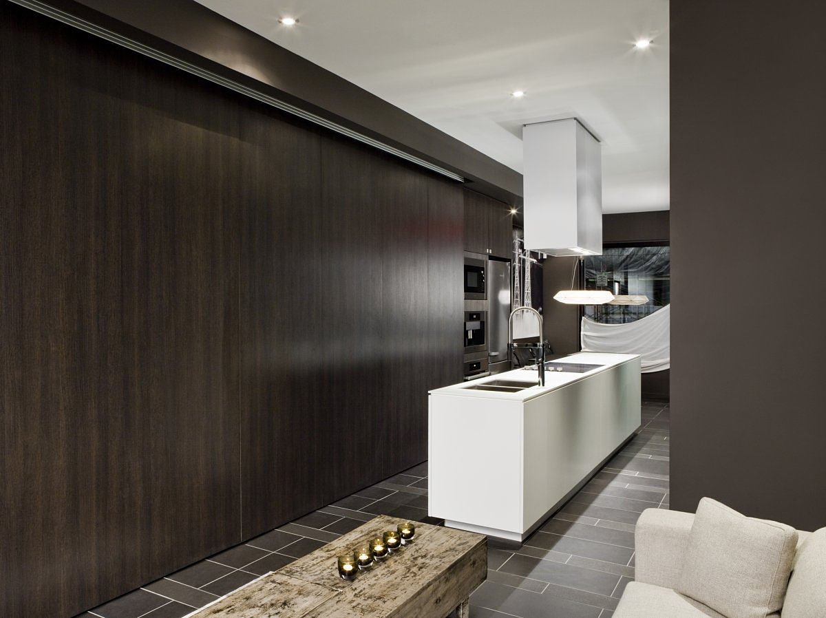 The simple yet sophisticated Black Townhouse in Canada by Cecconi Simone (9)