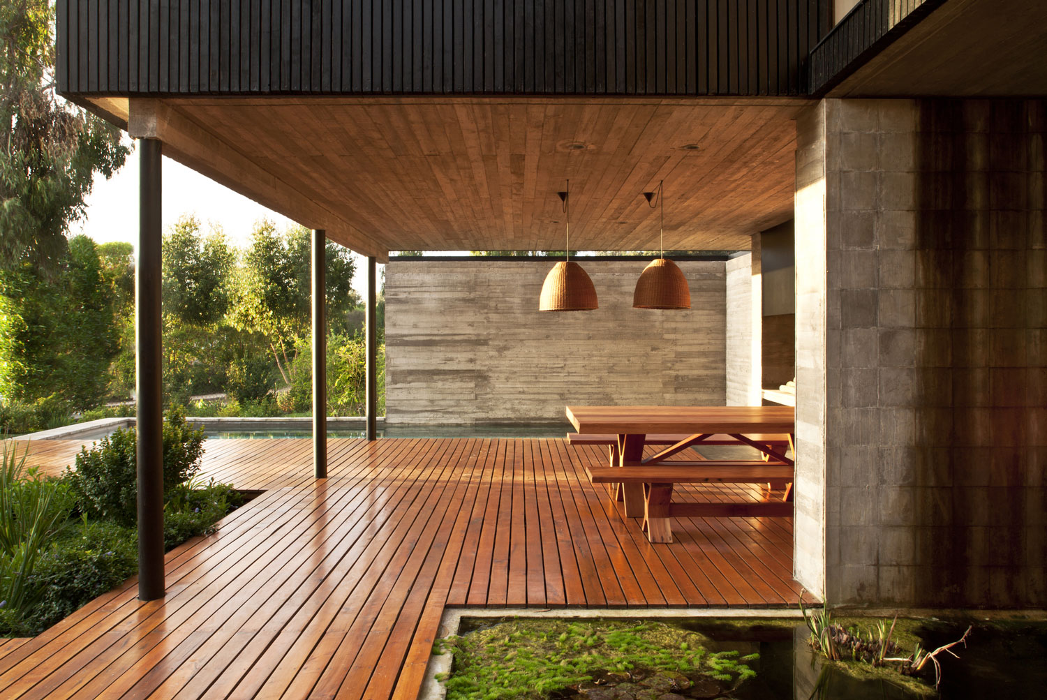 Rock house with black painted wood 8 - Porches en madera ...