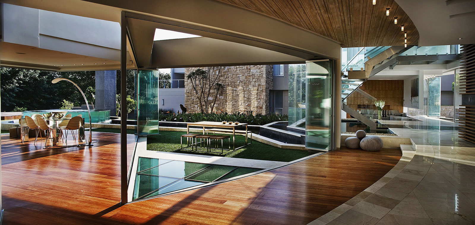 Out of a dream glass house by nico van der meulen architects 11