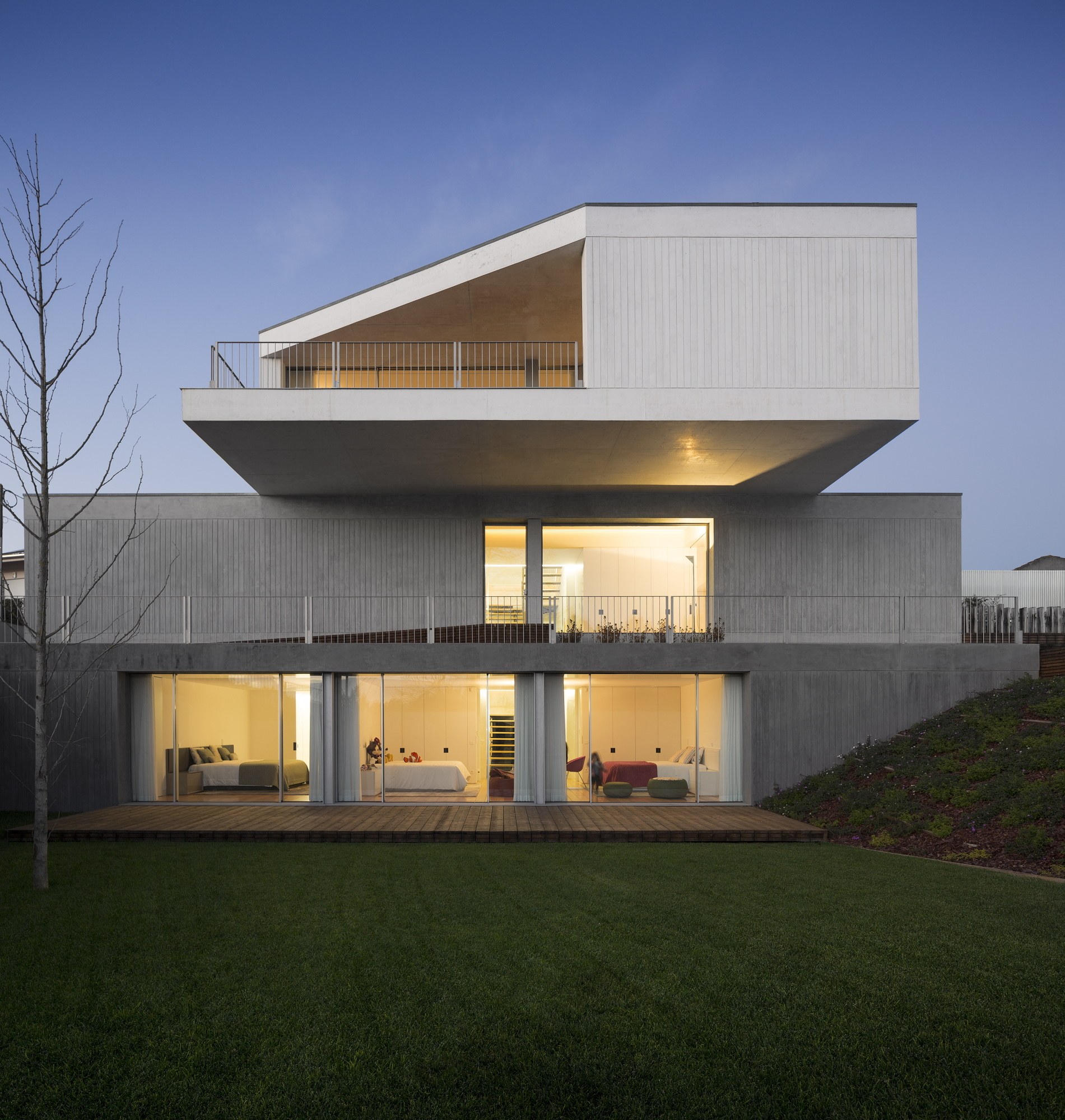 Concrete House in Travanca by Nelson Resende