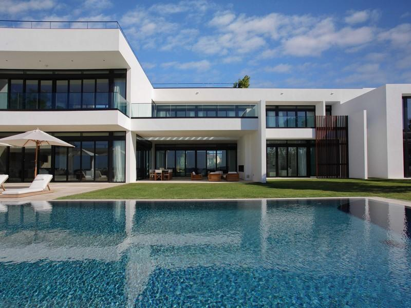 A Superb Modern Home In Miami Beach Florida