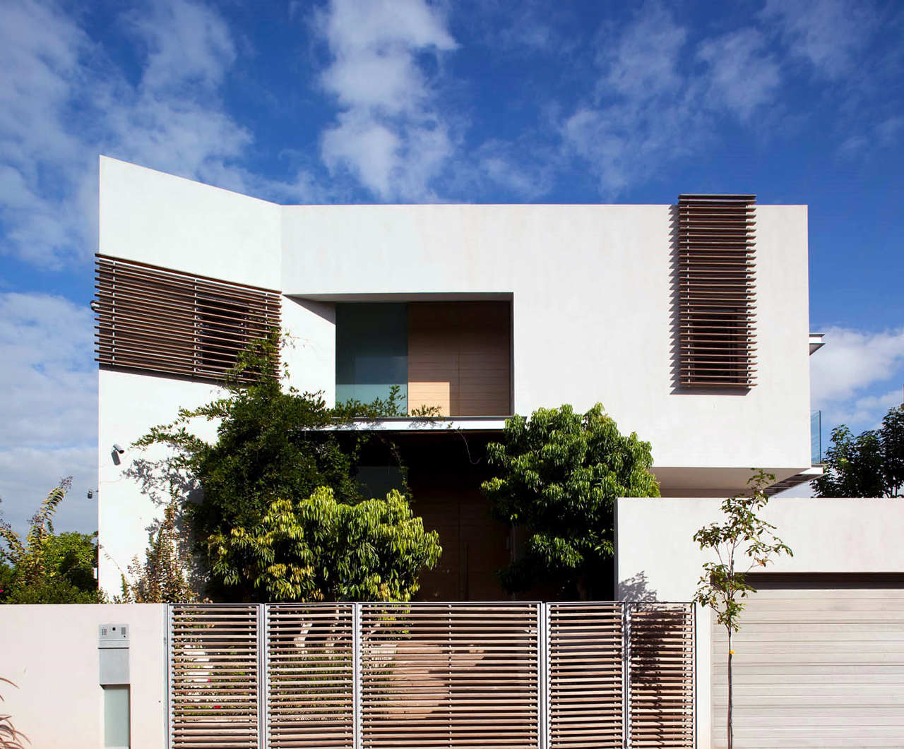 Modern Dg House By Domb Architects