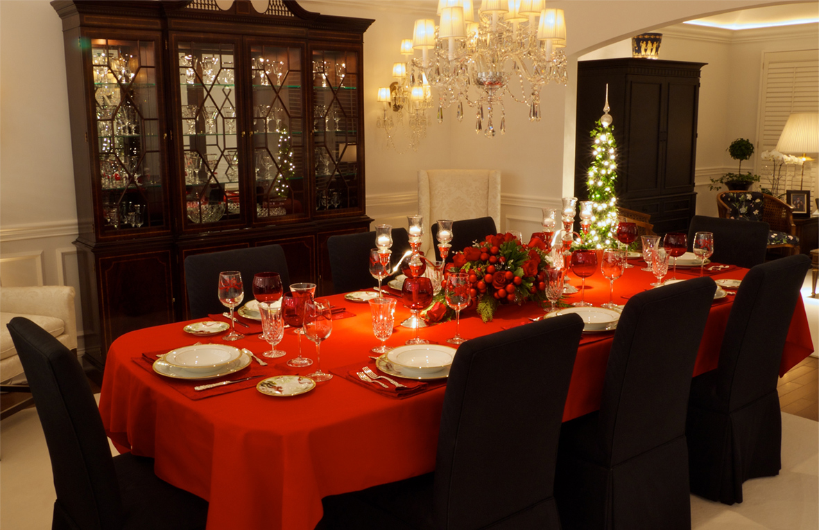 How to decorate your christmas table 1 for Ideas to decorate dining room table for christmas