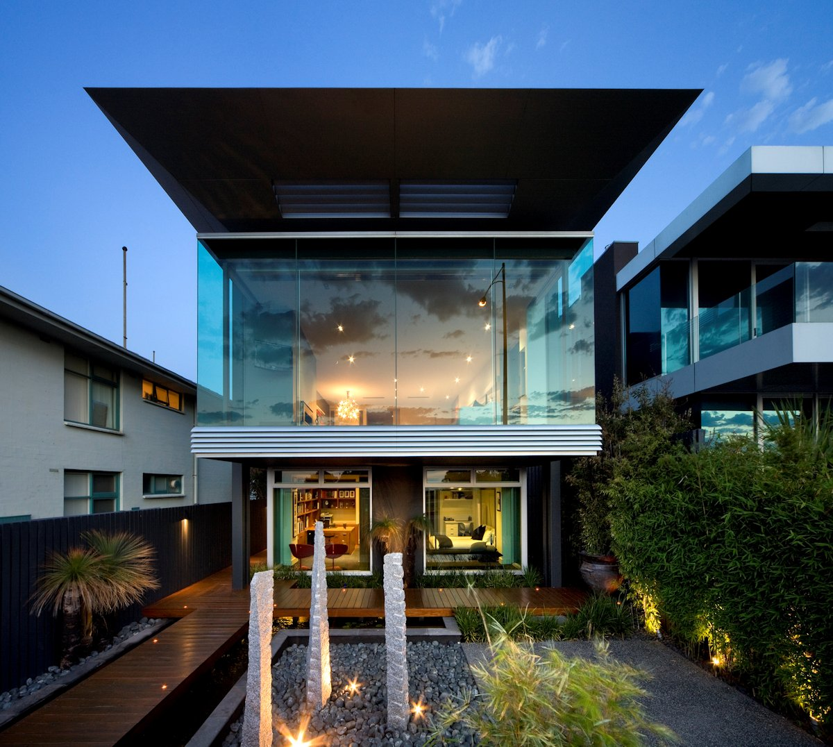 Contemporary luxury at the esplanade house in melbourne for Modern house designs australia