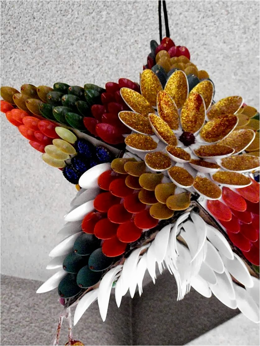 Ways to decorate with plastic spoons Christmas tree ideas using recycled materials