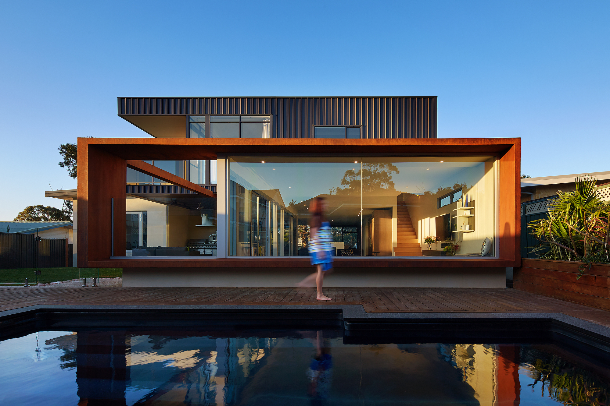Gorgeous xyz house in city beach australia for Classic beach house designs