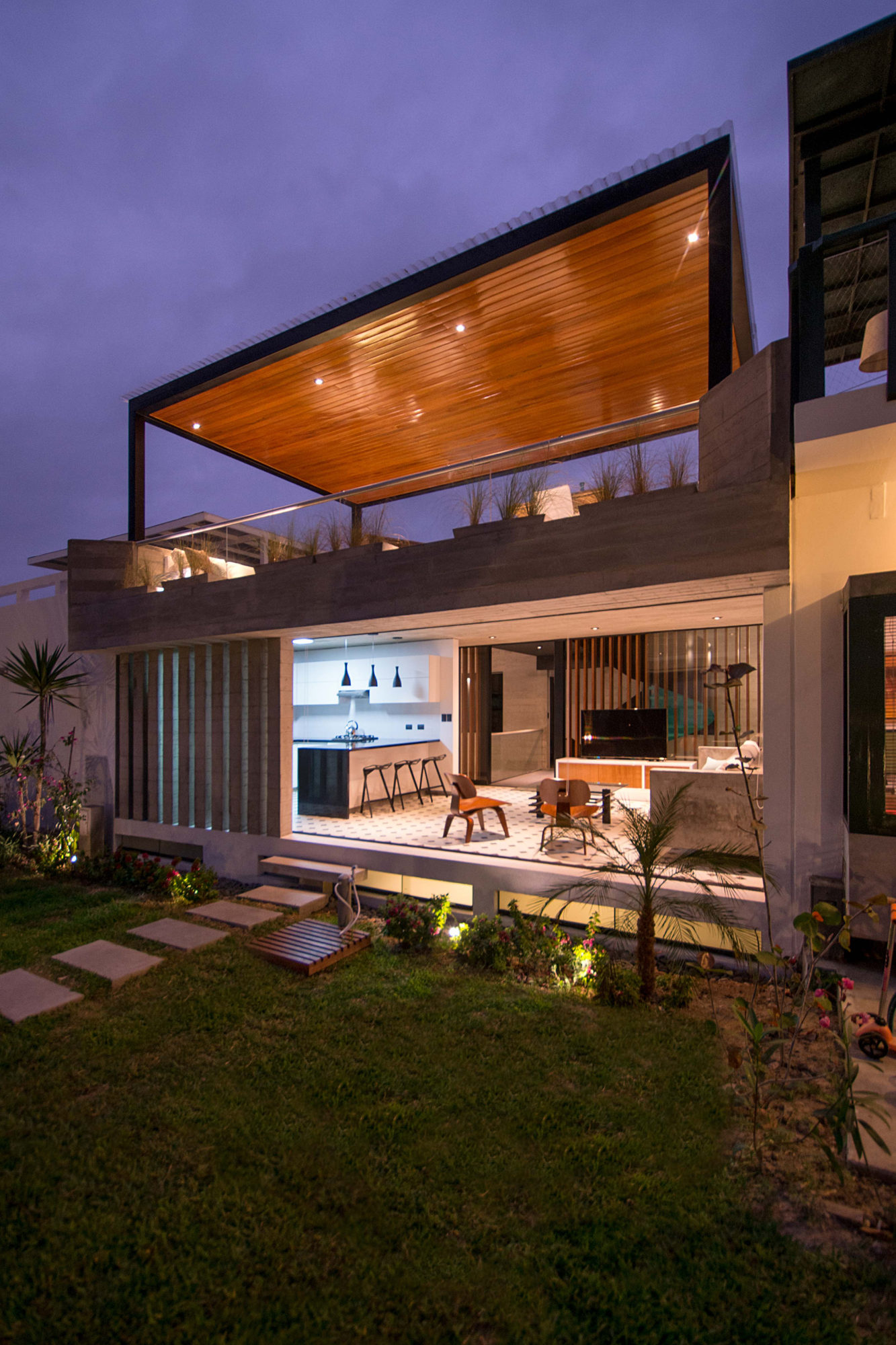 Contemporary s house in asia district peru for What is a shouse house
