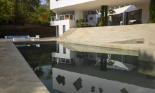 Contemporary Villa On Alibaug Road In Maharashtra, India 4