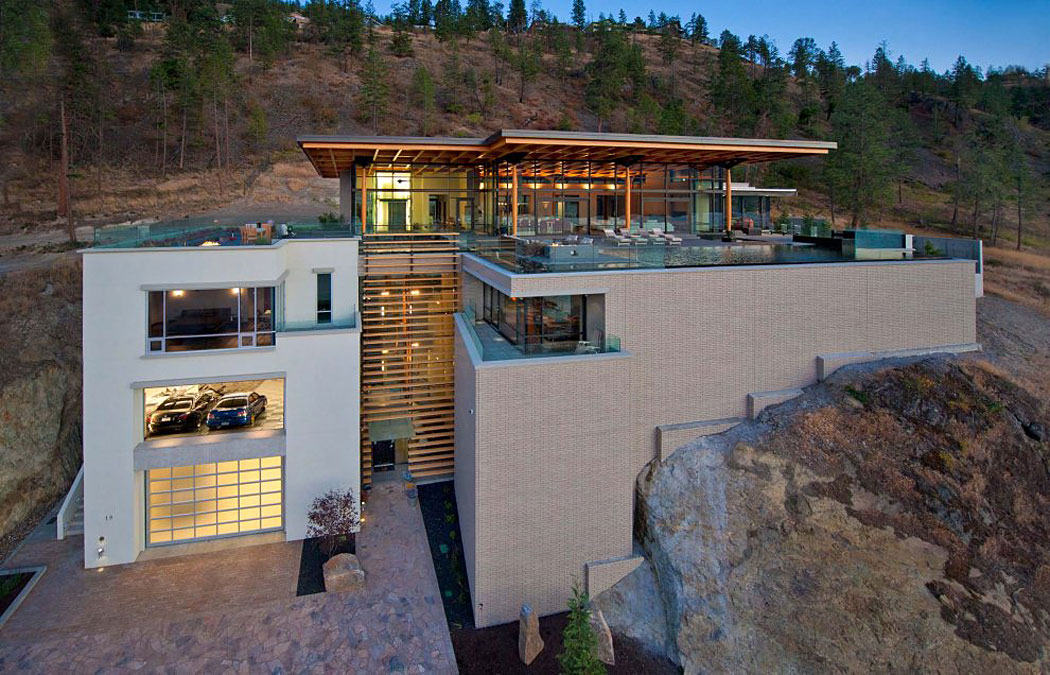 Luxurious custom private home near kelowna canada for Pool design kelowna