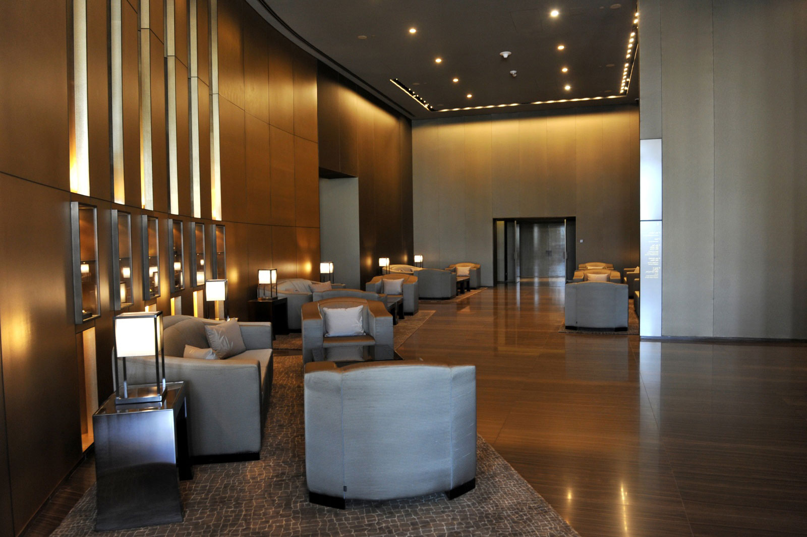 Extremely elegant armani hotel dubai 5 for Burj khalifa room rates per night