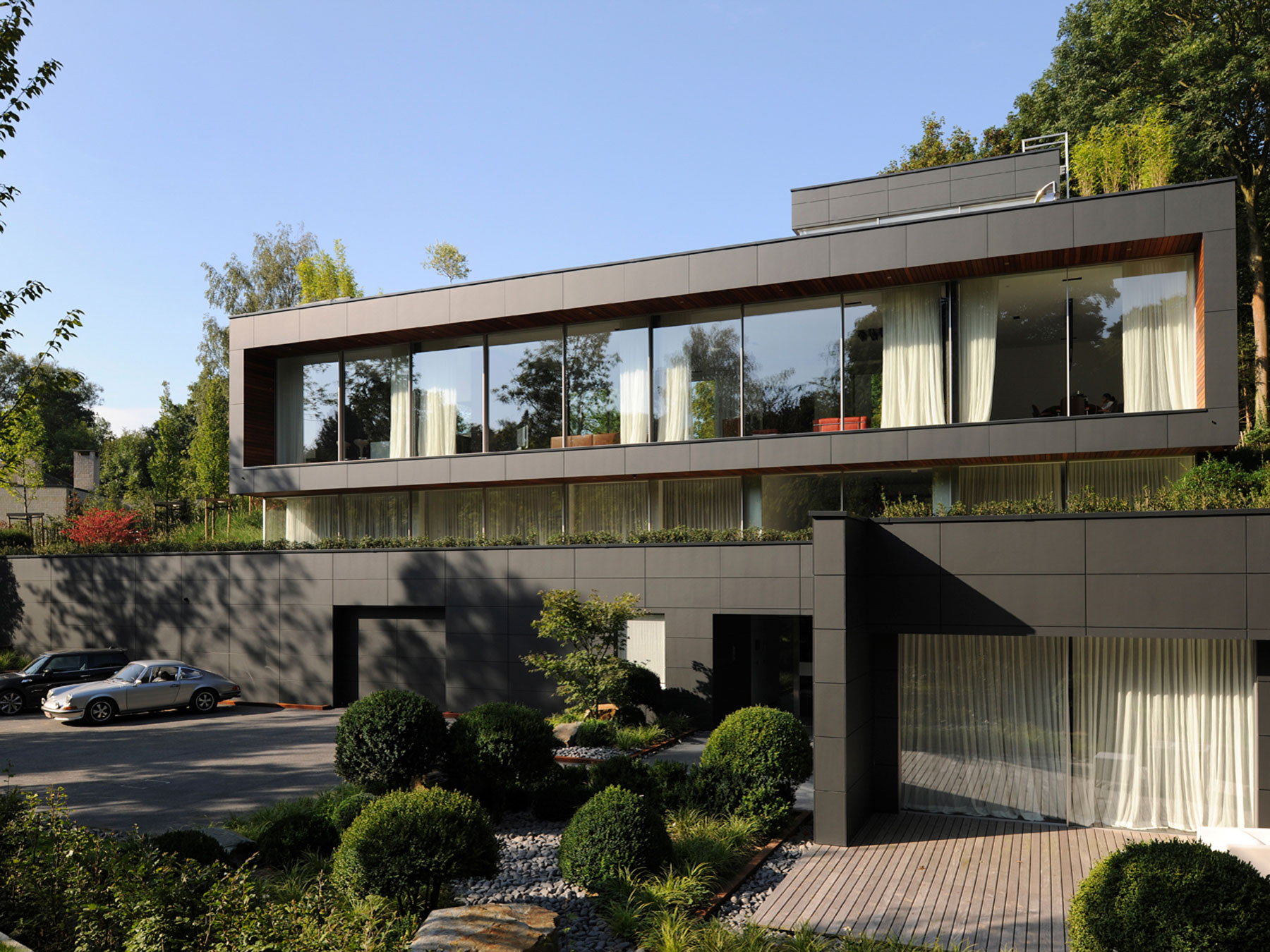Magnificent modern villa in uccle belgium for Architecture de villa moderne