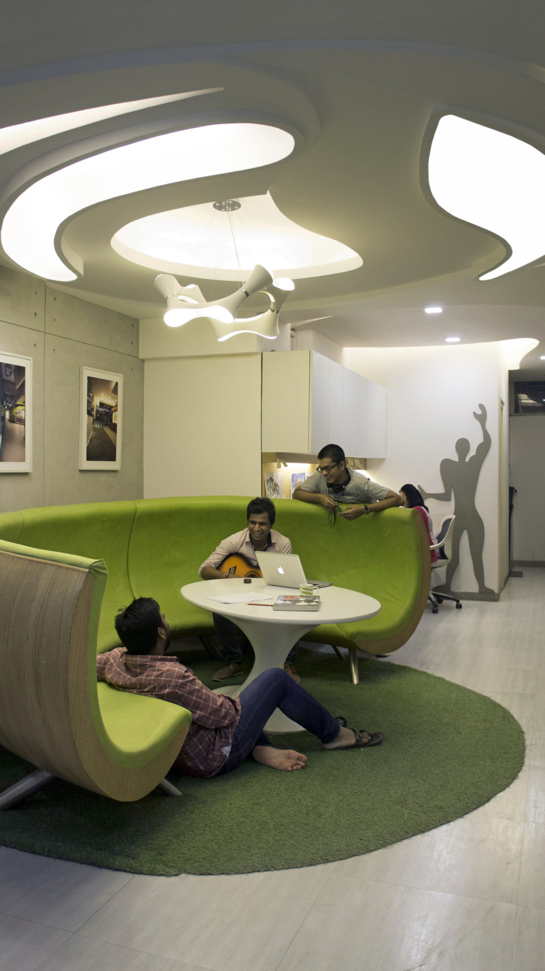 Modern architect 39 s office in new delhi india for Well designed office spaces