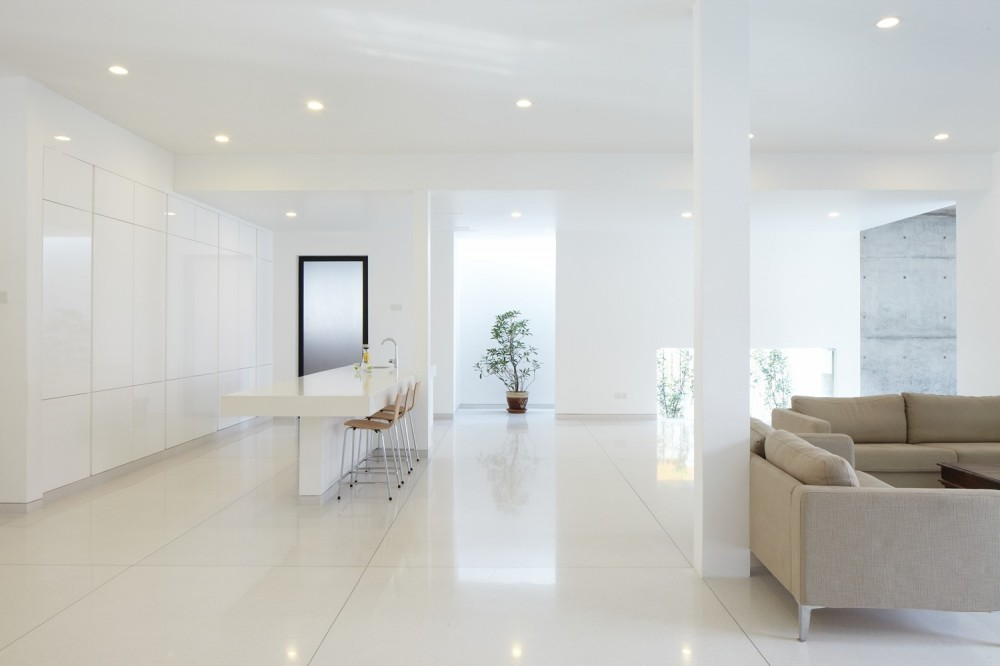 All white interior design mixed with feng shui White interior design